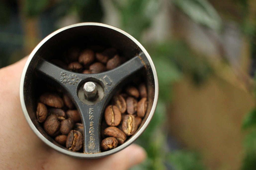 aky je najlepsi rucny mlyncek na kavu