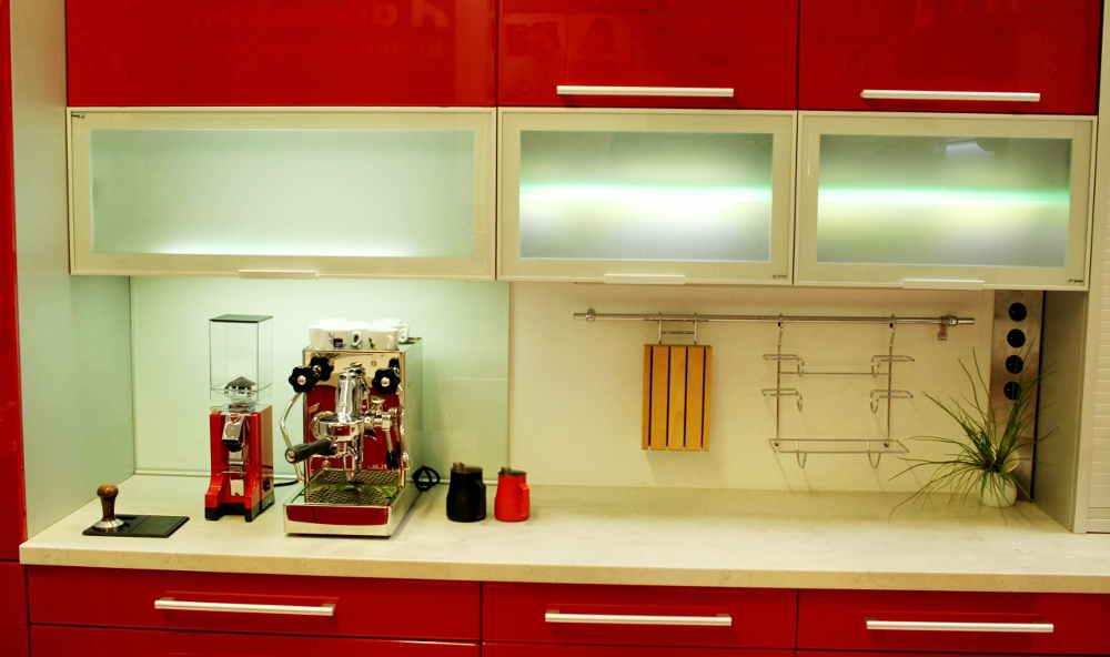 Mlynček na kávu Eureka Mignon s espresso kávovarom Mara PL62T od Lelit