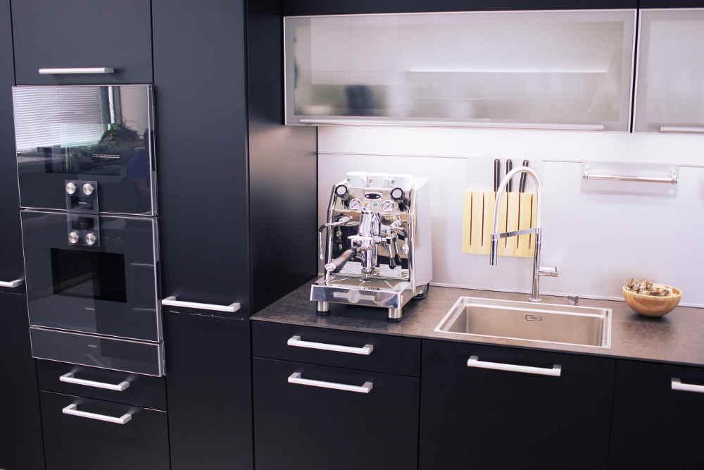Pákový dual boiler espresso kávovar Junior od BFC sólo kapor sa tvári hrozivo a cení zuby